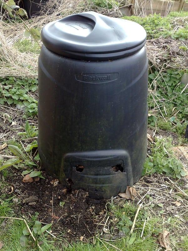 4 Garbage Bin Compost