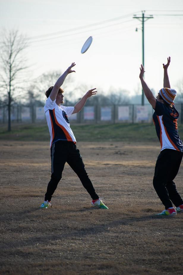 16. Frisbee