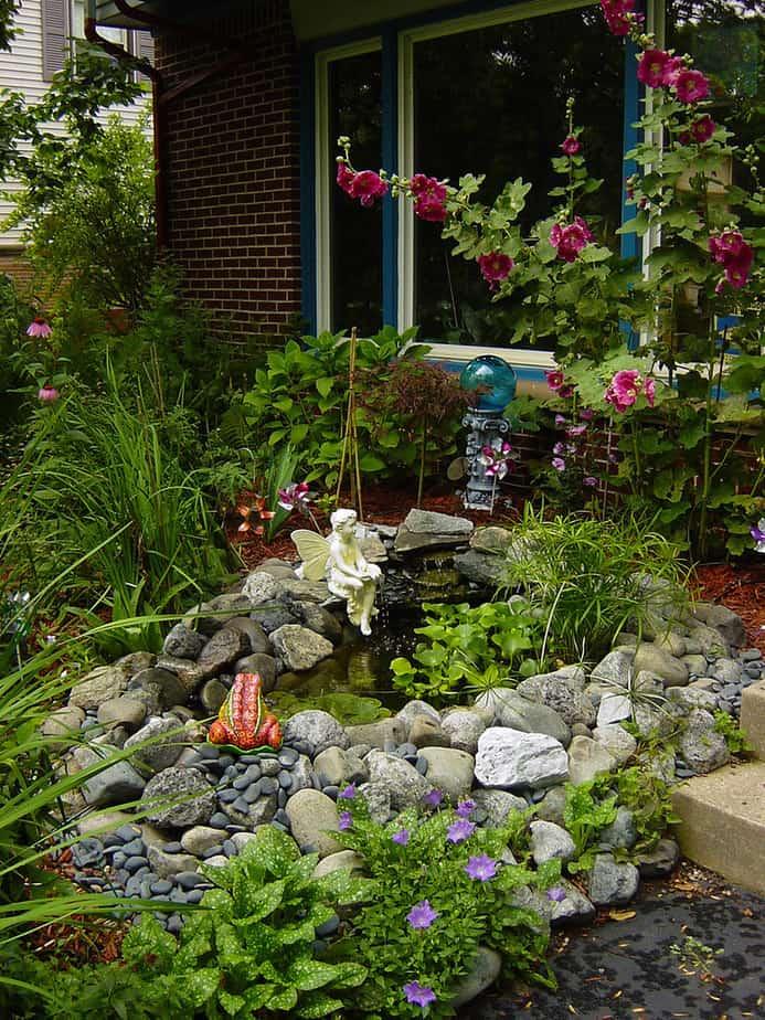6. This beautiful patio garden boasts