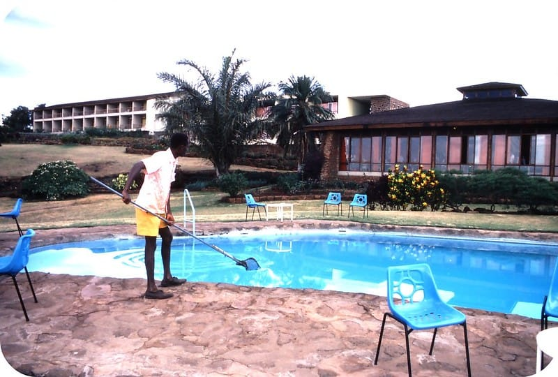 3 Swimming Pool Cleaning