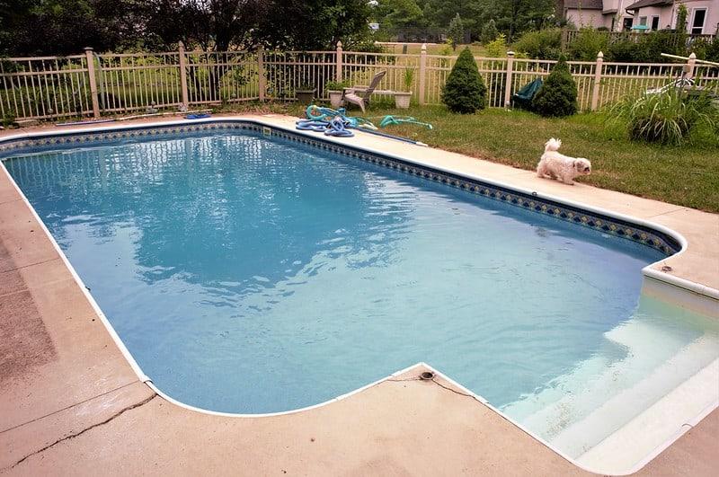 4 Pool Cleaning Methods
