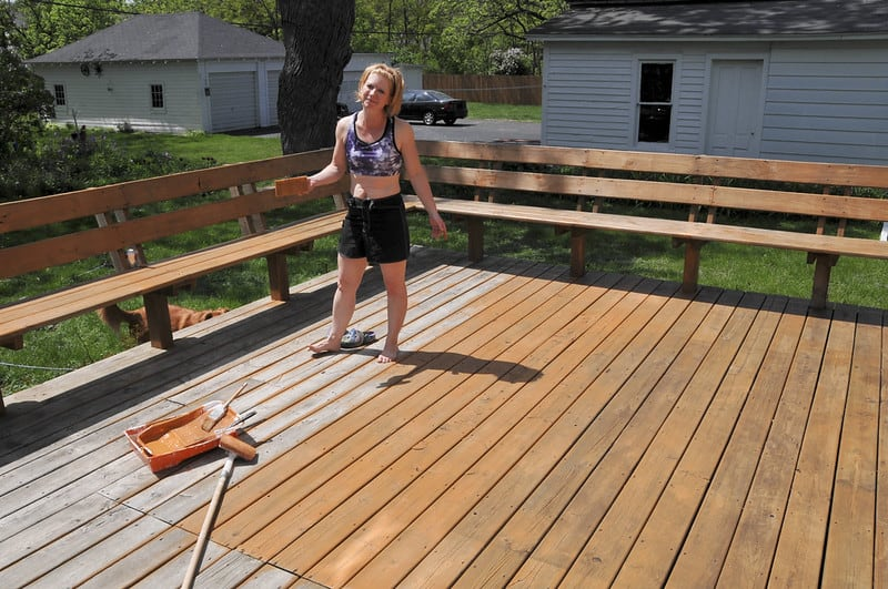 1 Staining a Deck DIY