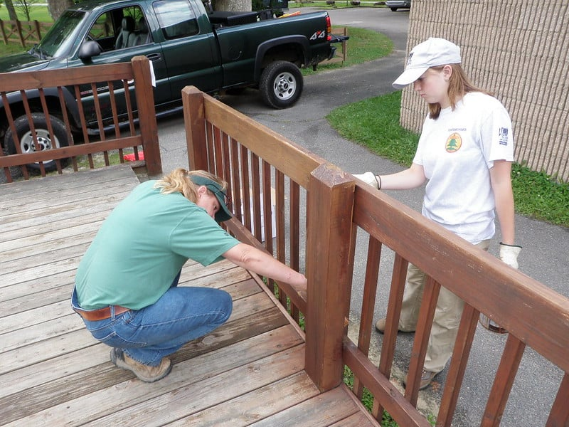 4 Cost to Stain a Deck FAQs