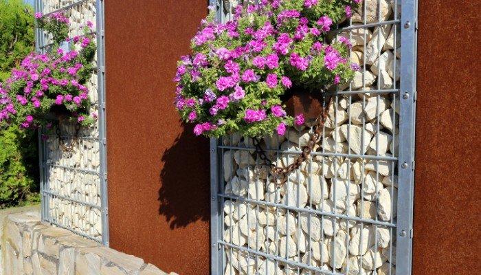 6. Gabion inserts make lovely backdrops for flower baskets. Though