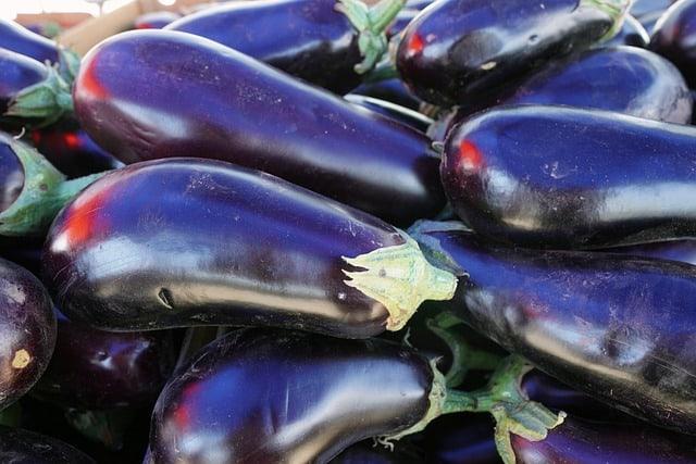 1 Growing eggplant is an elegant plant