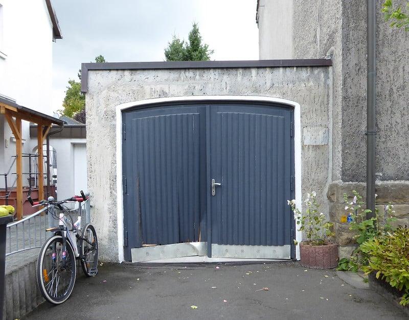 3 Garage Door Materials