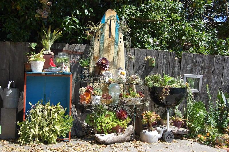 16 Garden Shelves