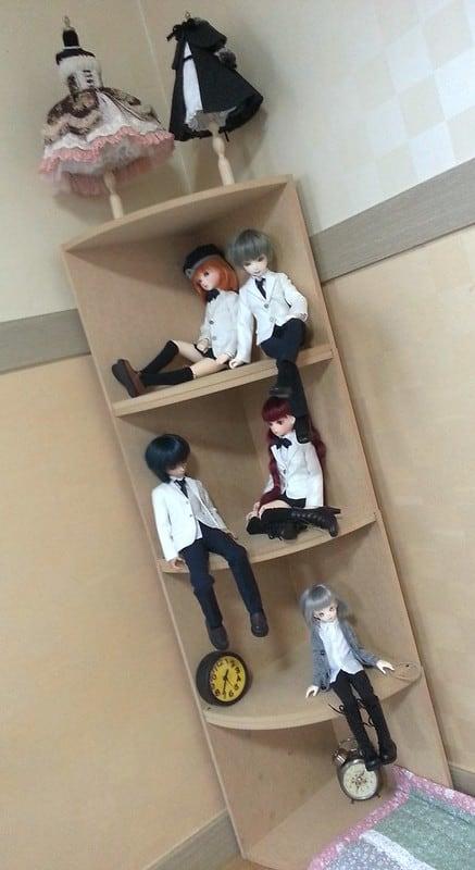 18 Corner Shelves