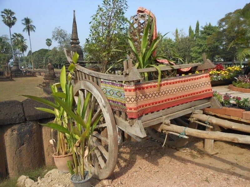 2 Garden Cart Buying Guide