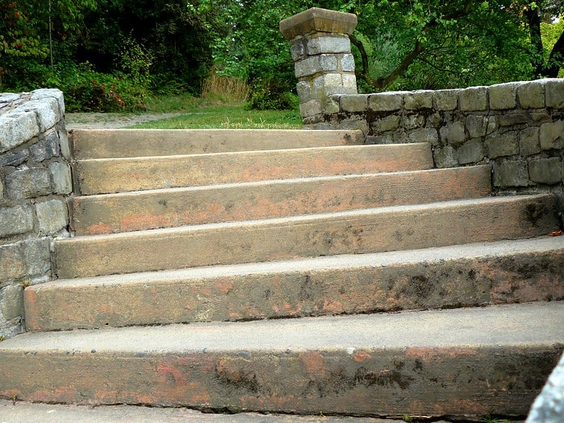3 Retaining Wall with Steps