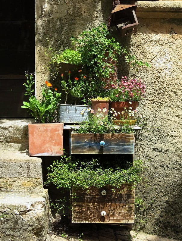 13 Dresser Planter